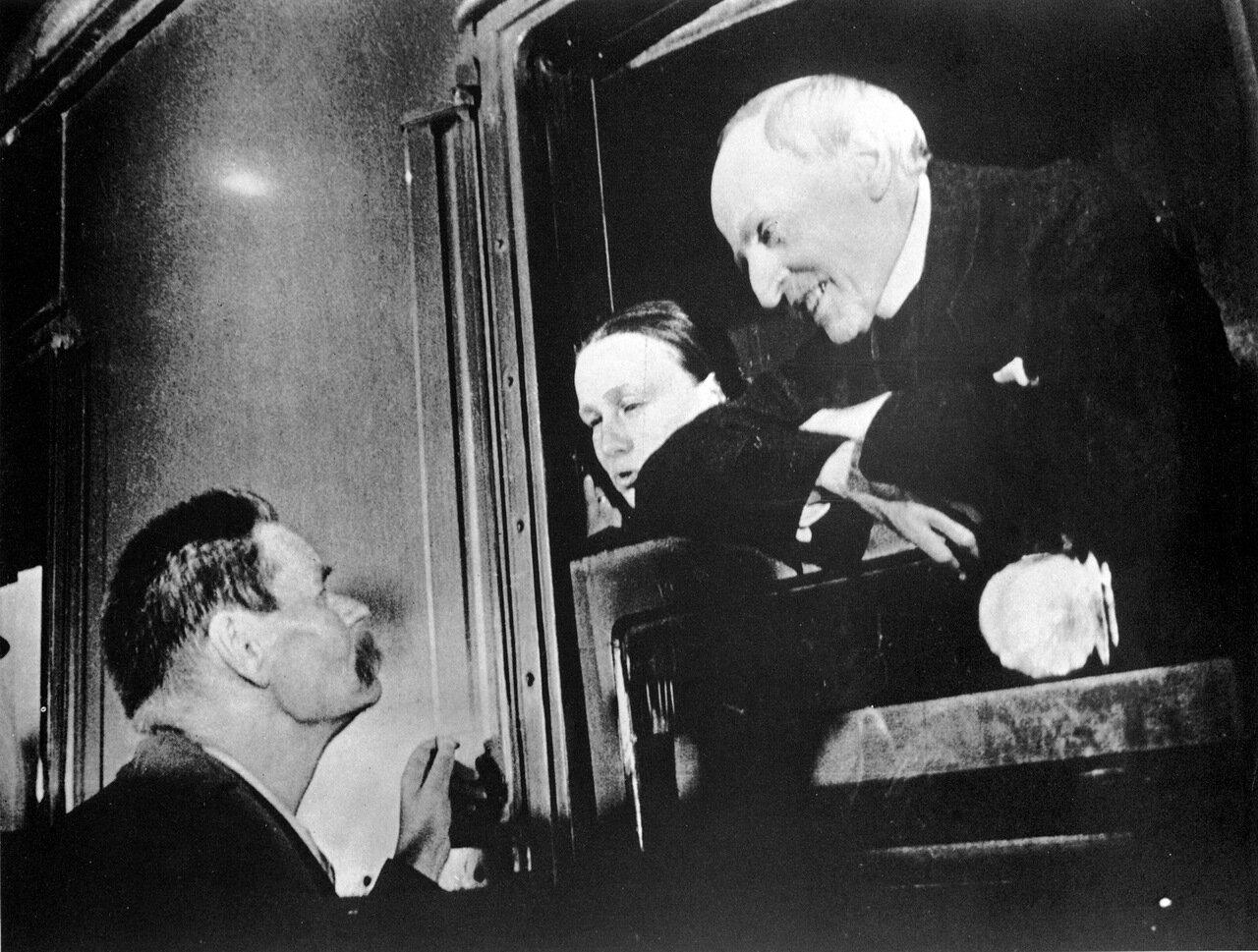 Горький провожает Ромена Роллана. 1935 год