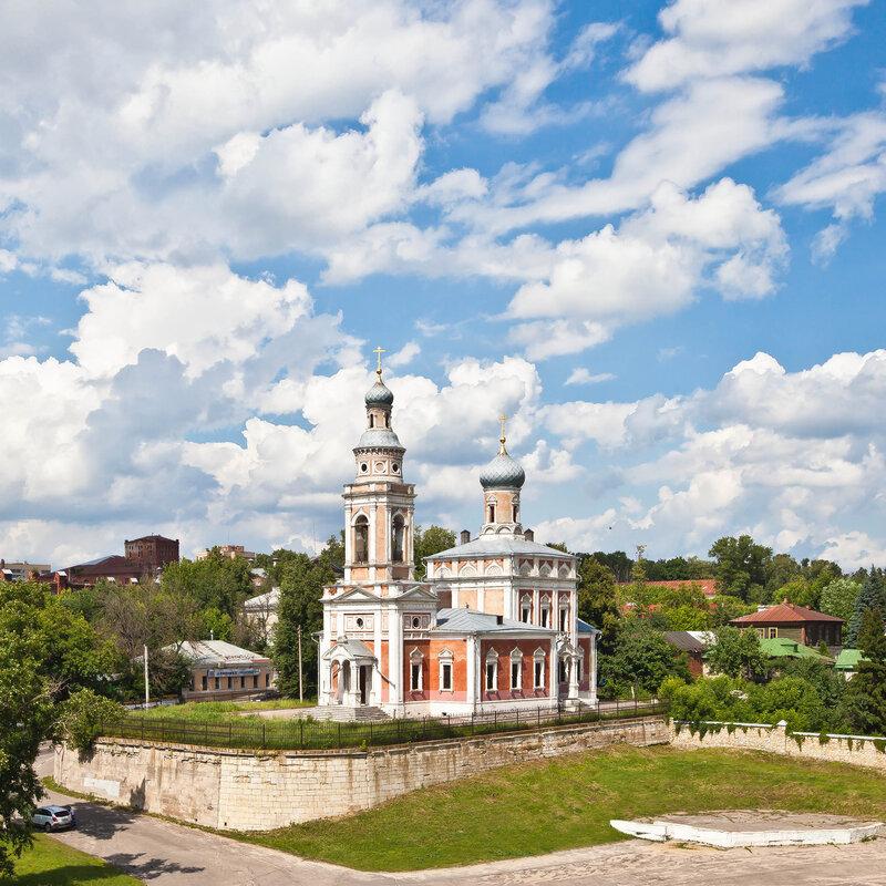 Красная Успенская церковь в Серпухову у Красной Горы