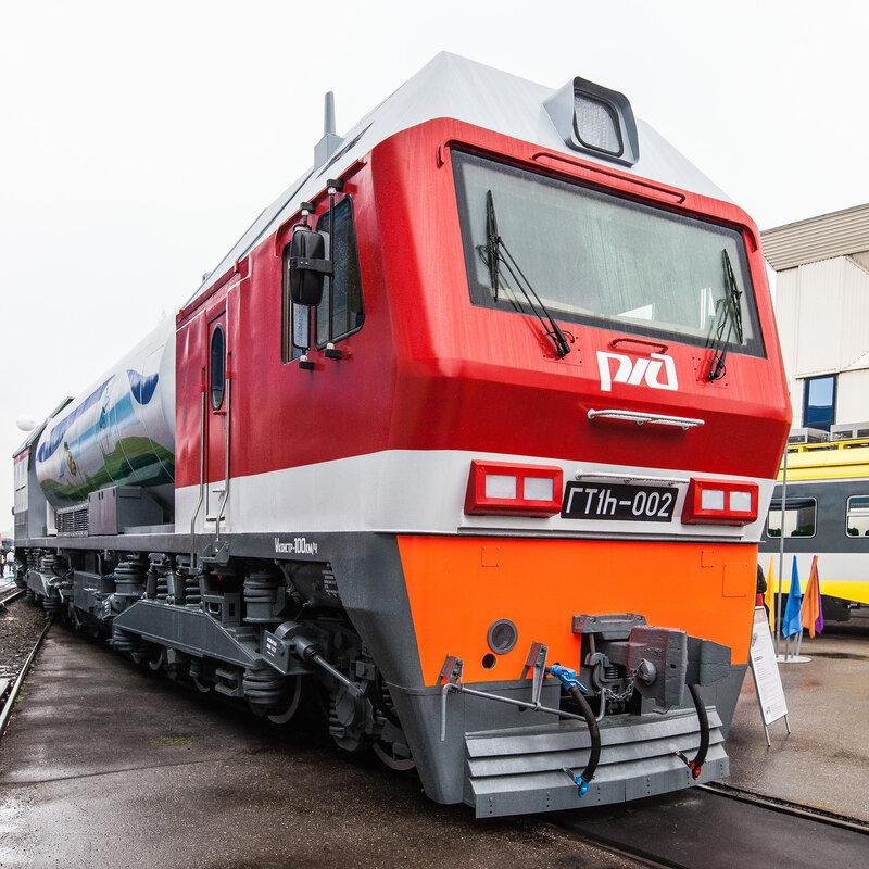 Локомотив ГТ1h-001 с гибридным приводом, работающего на сжиженном природном газе