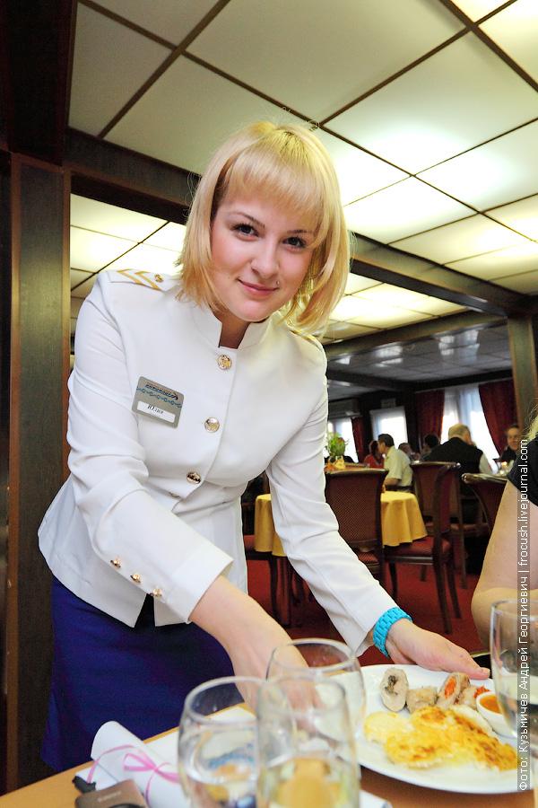 Официантка Юлия, теплоход Василий Чапаев, май 2013