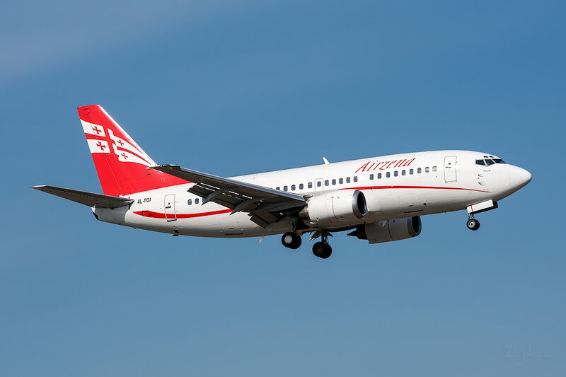 Boeing 737-505 (4L-TGI) Airzena DSC_3684