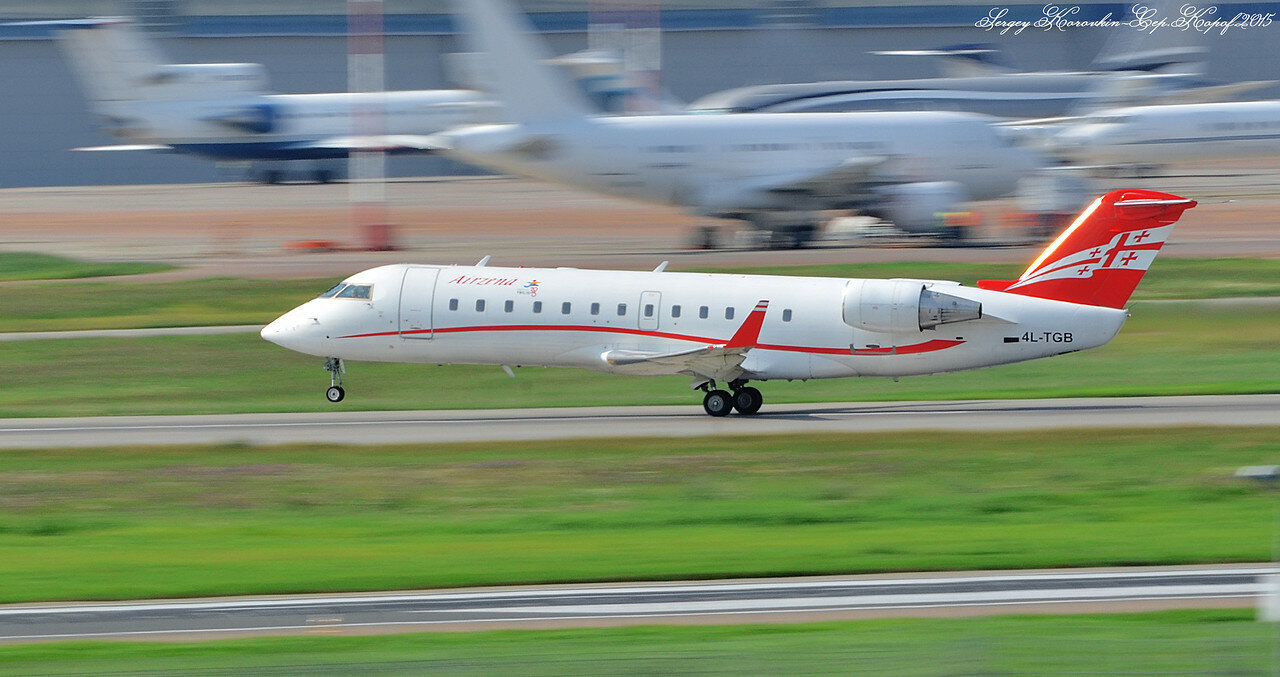 Canadair CRJ-200 Georgian Airways 4L-TGB.JPG