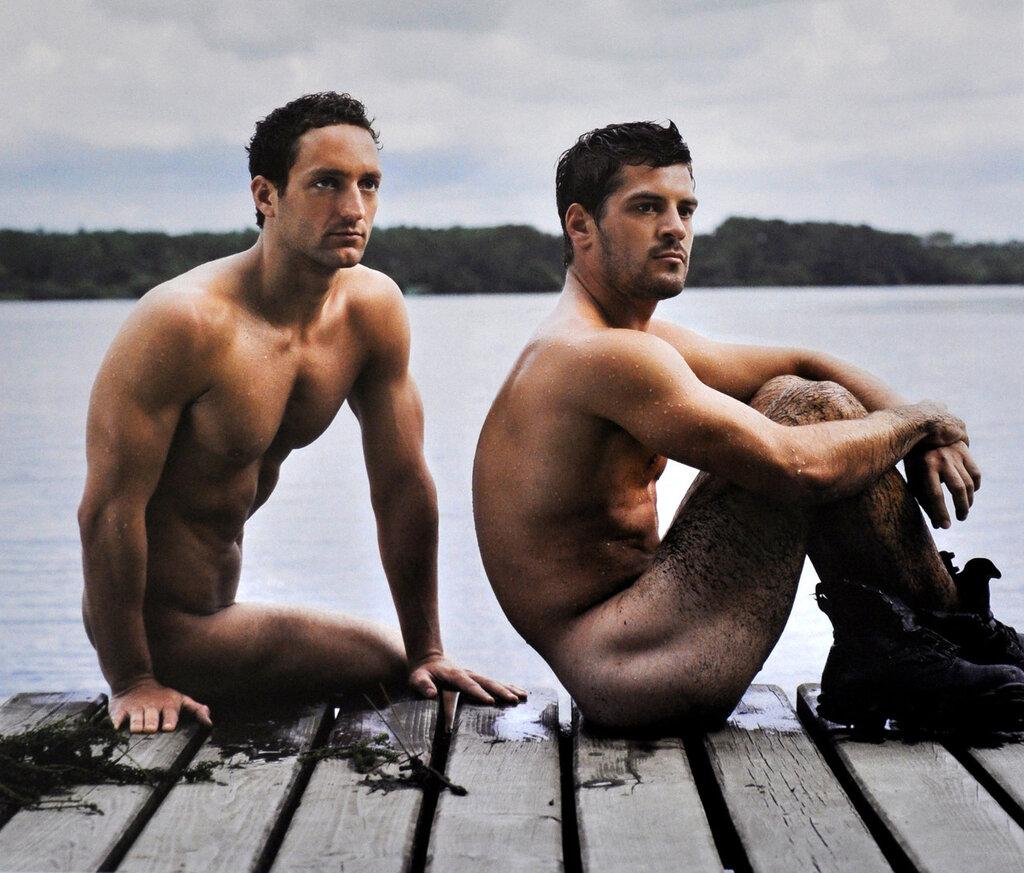 собой, фото голых французов мужчин зажигают огромными