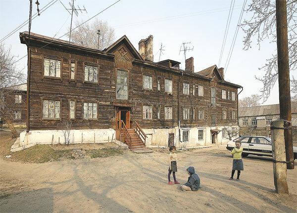 На Олимпийской стройке студенты живут в бараках