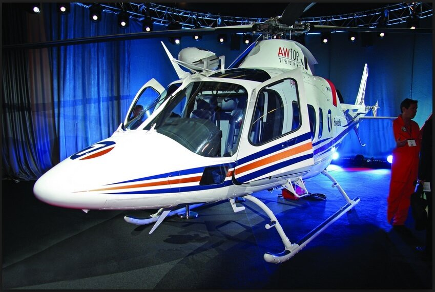 Легких двухдвигательный вертолет AW109 Trekker