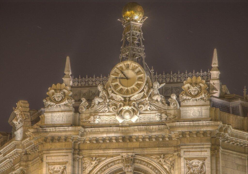 Ночной Мадрид. Государственный банк Испании (Banco de España). HDR