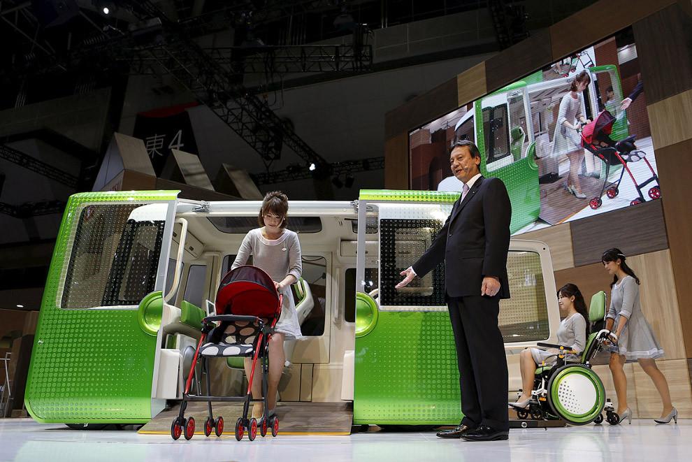 13. Гибрид автомобиля и мотоцикла Honda Project 2&4. Фирма утверждает, что аппарат призван генериров