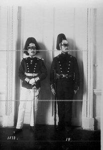 Форма офицера и солдата батальона образца 1873 года.