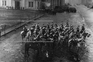 Хор трубачей полка у Конногвардейского манежа.