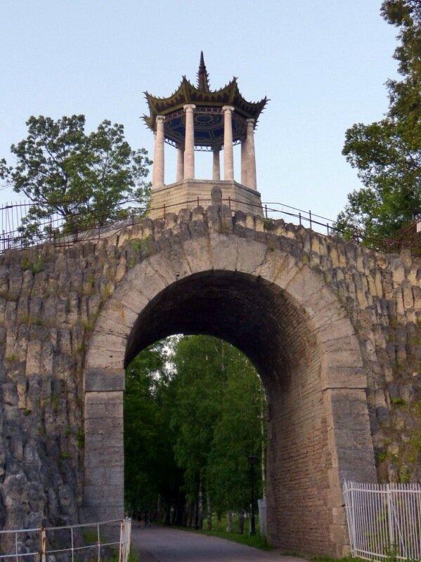 Главная арка Большого Каприза