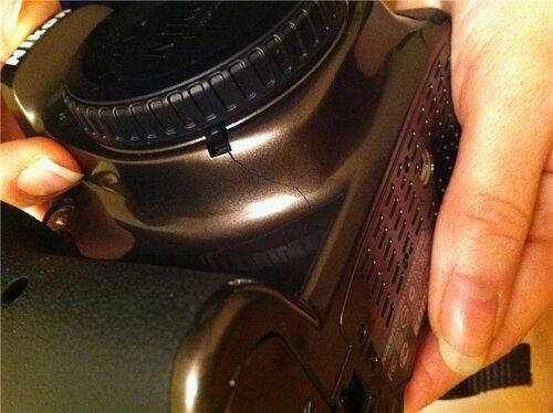 Трещина на корпусе Nikon D5200