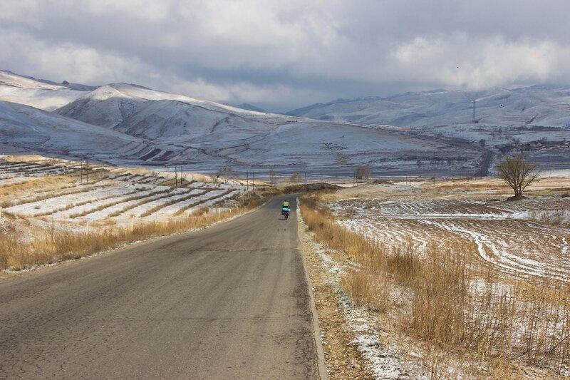 дорога через горы во внутренней монголии, китай