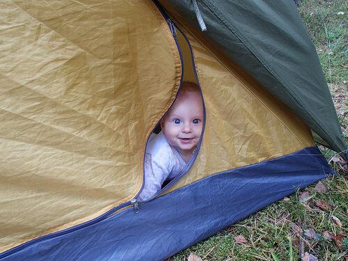 младенец в палатке