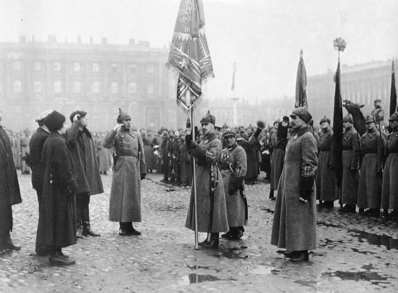 1923. Принятие просвещенцами шефства над войсками Петроградского округа.