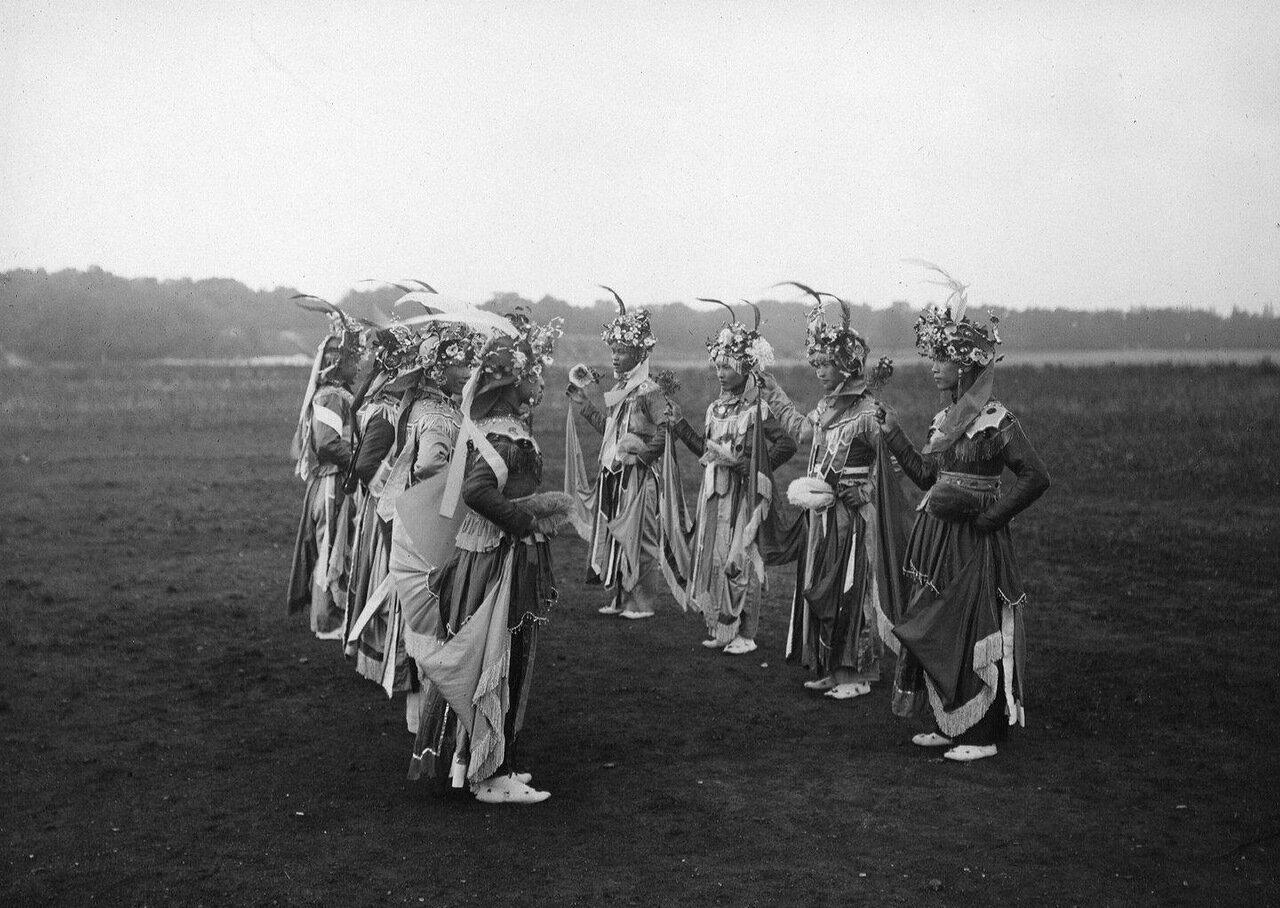 Тонкин. Танцоры. Ритуальный танец вызывания воды