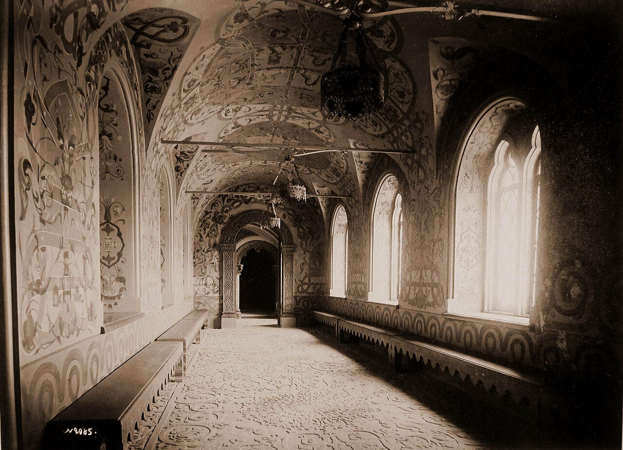 Вид парадного коридора в Теремном дворце Кремля