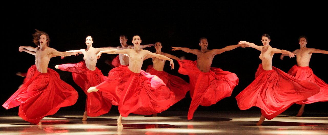 Современный голый танец ура