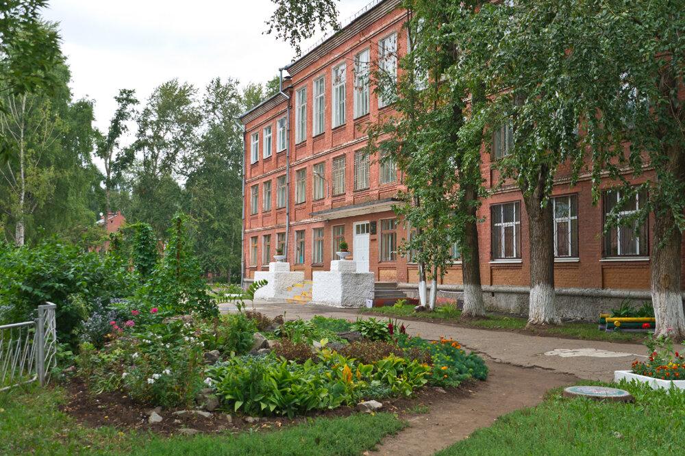 Школьный двор фото