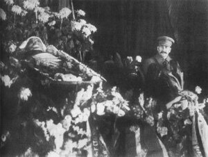 Сталин у гроба Кирова, 1934 г
