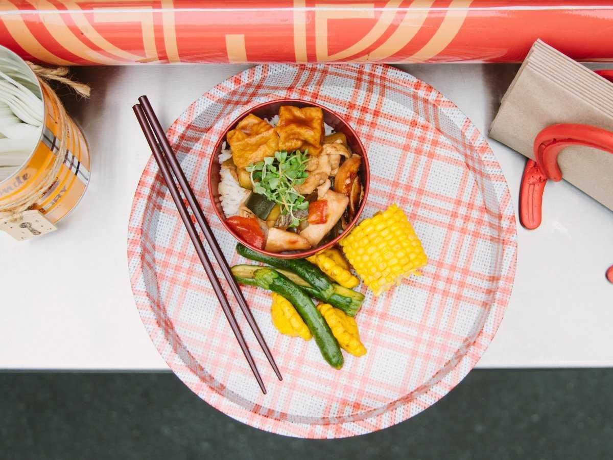 15. Куриное адобо гамбо — филиппинское блюдо. Маринованная в уксусе, соевом соусе и чесноке курица п