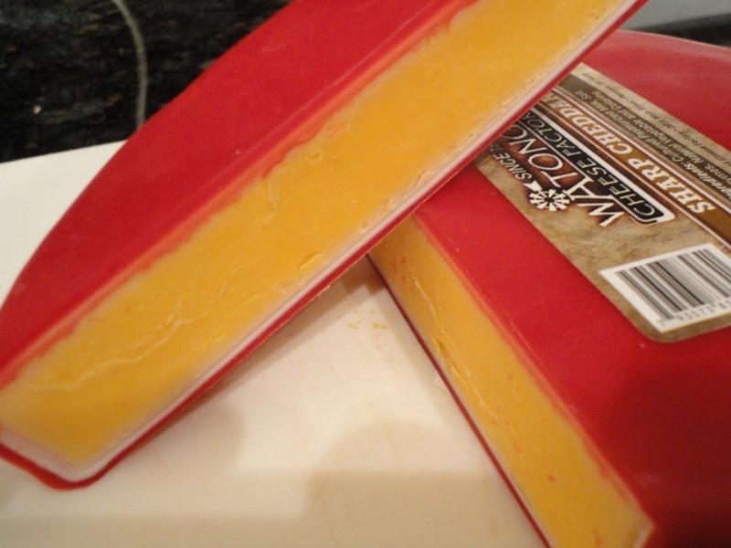 9. Предотвратите высыхание сыра Предотвратить высыхание сыра можно, намазав масло или маргарин на об