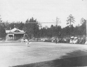 Момент игры на площадке Крестовского Лаун-теннис клуба