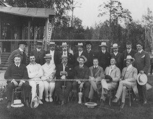 Группа членов клуба, 4-ый слеват (сидит) председатель Крестовского Лаун-теннис Клуба Артур Давыдович Макферсон