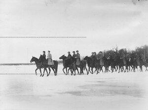 Взвод казаков полка с офицером на учении в 1-ой Петербургской императора Александра III бригаде отдельного корпуса пограничной стражи.