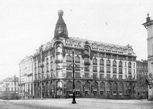 Фасад дома петербургского отделения Акционерного общества Зингер (Невский пр.,28)