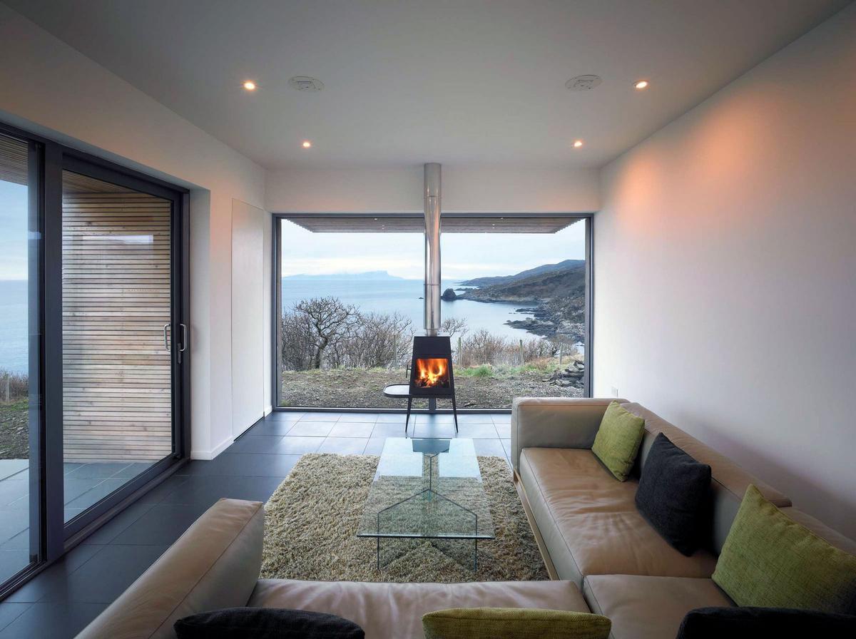 Tigh Port na Long, Dualchas Architects, дом на острове Скай, частный дом в Шотландии, деревянный фасад частного дома, панорамные окна