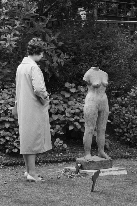 ENGLAND. London. Battersea Park sculpture exhibition. 1960