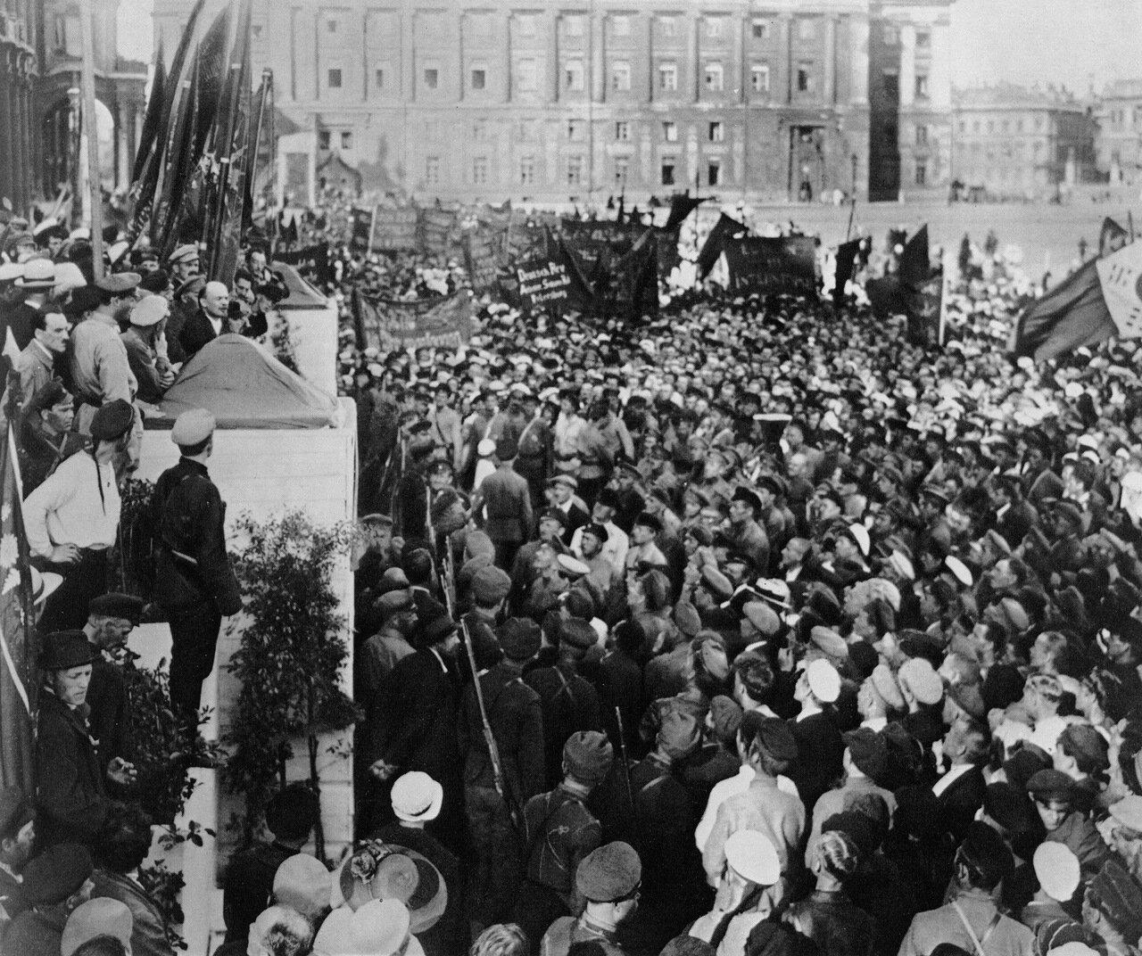 1920. Ленин произносит речь на митинге. Петроград.