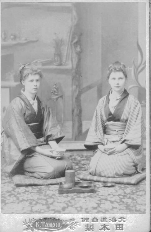 1895. Кэтлин и Эдит Холл