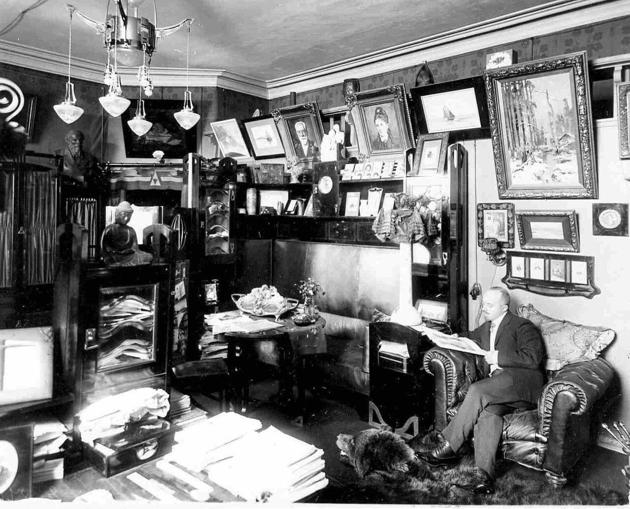 В.А.Бонди в своем кабинете за чтением журнала