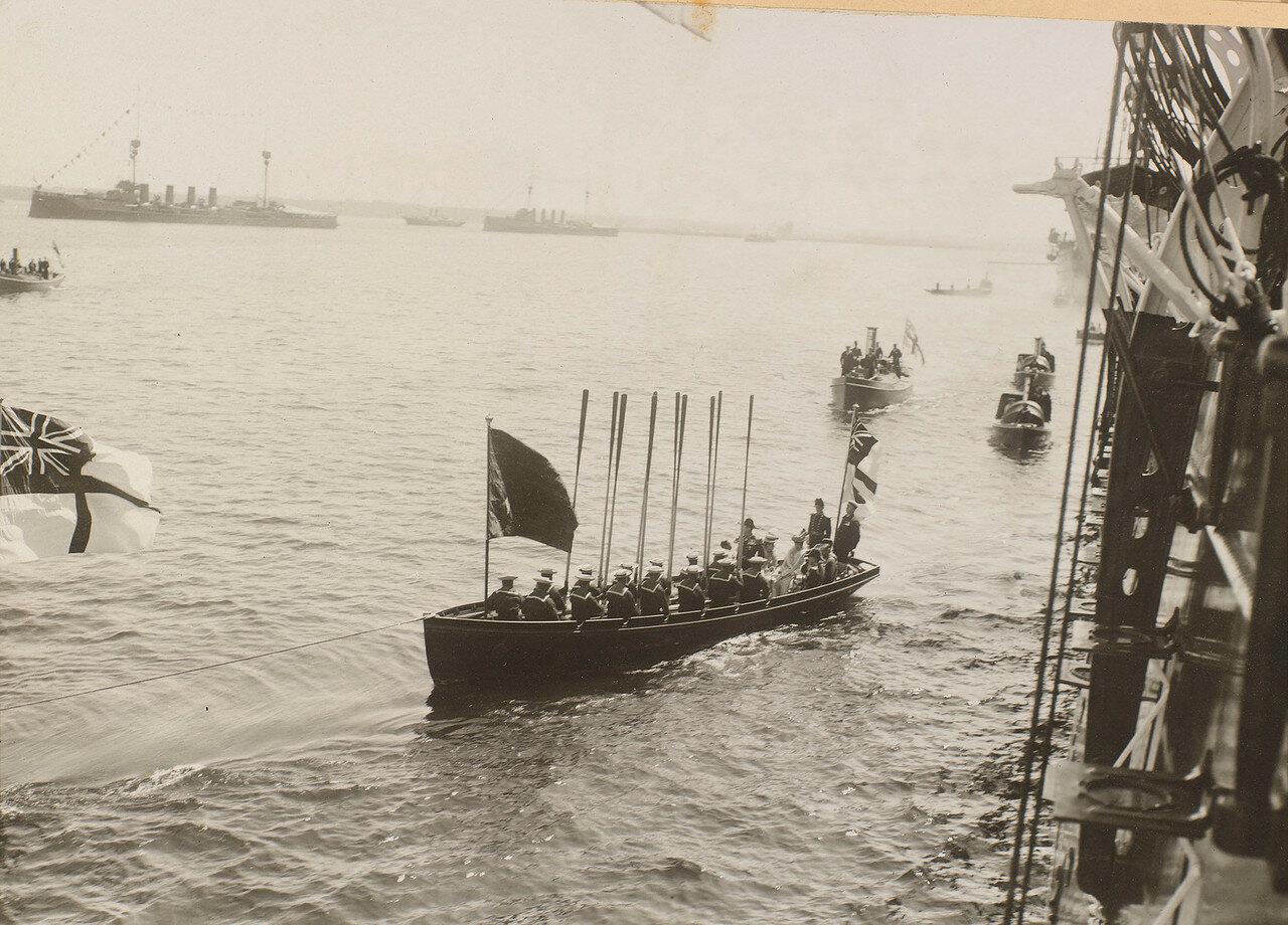11. Лодка с британскими гостями