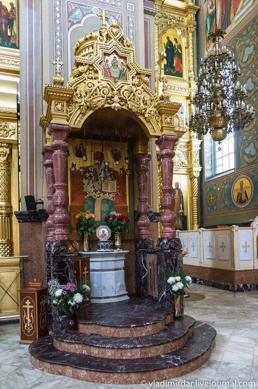 Частица мощей святителя Николая. Спасо-Преображенский собор Николо-Угрешского монастыря.