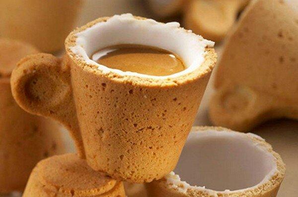 Enrique Luis Sardi, дизайнер из Венесуэлы, в сотрудничестве с итальянской компанией Lavazza разработал чашку из теста, которую можно съесть