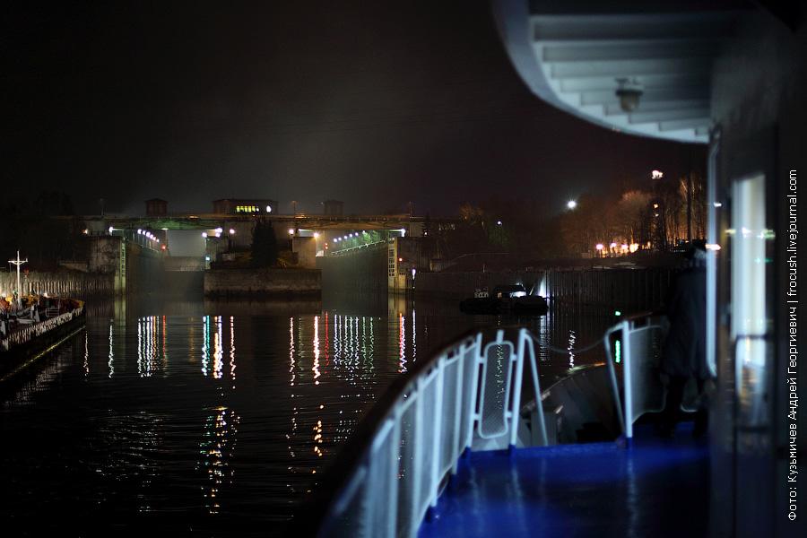 Рыбинский шлюз ночное фото