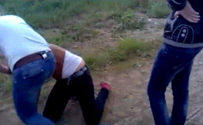 Девчонка бьет девчонку а потом трахает сайт!