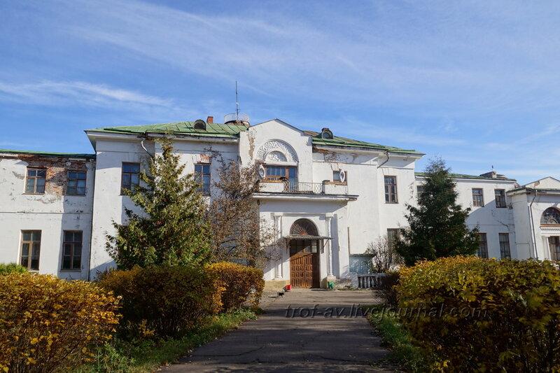 Усадебный дом, главный вход, Усадьба Любвино, Тучково
