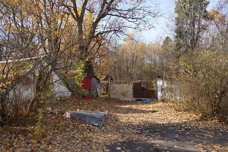 Постройки справа от дома, Усадьба Любвино, Тучково