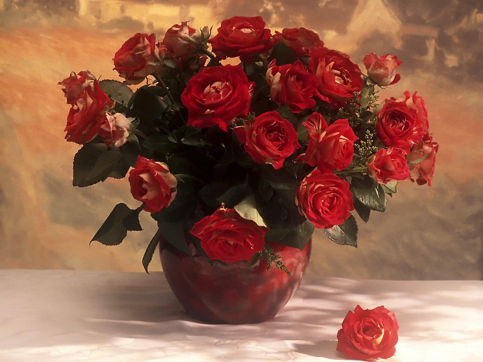 Букет троянд у вазі листівка фото привітання малюнок картинка