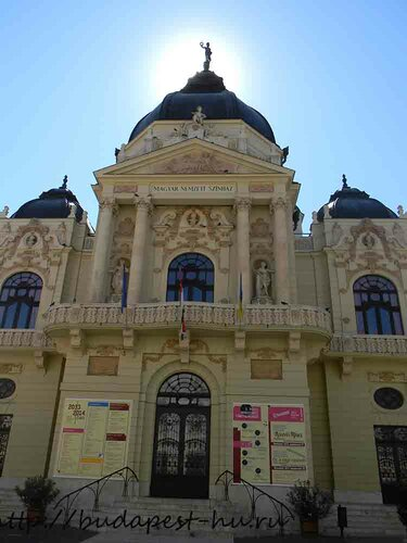 Здание национального театра в Печ