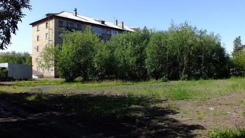 Фото города Инта №5196  Юго-восточный угол Гагарина 15 16.07.2013_12:45