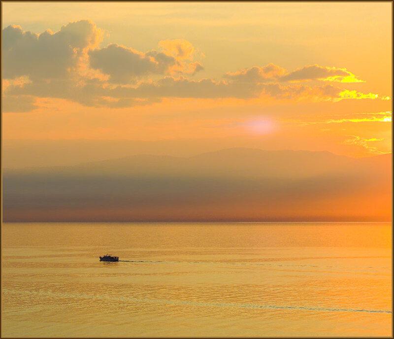 Пейзаж с корабликом