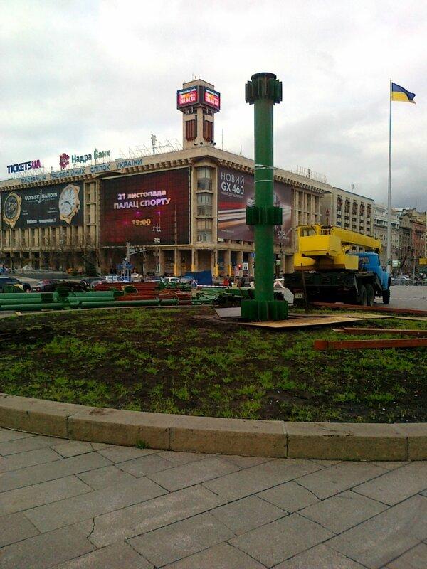 Центральная опора главной елки Киева