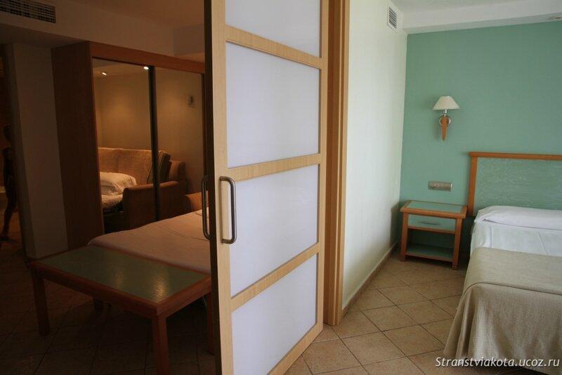Спальня-гостиная в апартаменте в Sol Lanzarote
