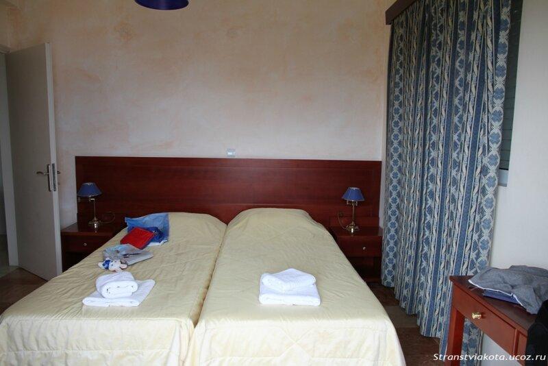 Спальня 2 в 2-х спальном апартаменте в Viaros Hotel
