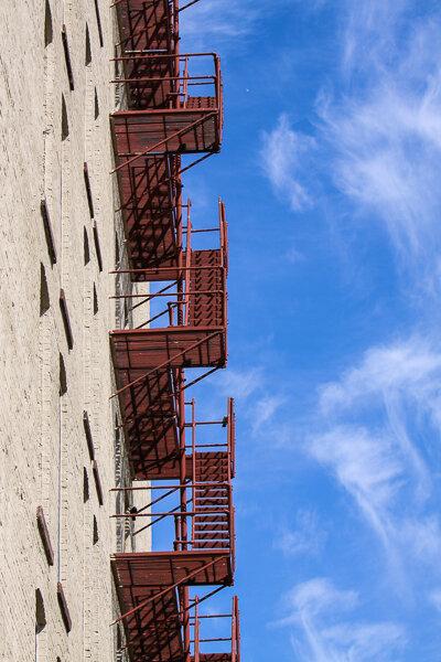 Минимализм: элементы зданий, лестница