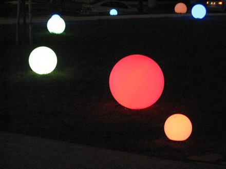 Минипарк с иллюминационными шарами, М. Сергиевский пер., 20 ноября 2013 г., СС0/public domain